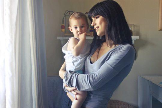 Baby de achternaam van moeder geven. Hoe doe je dat?