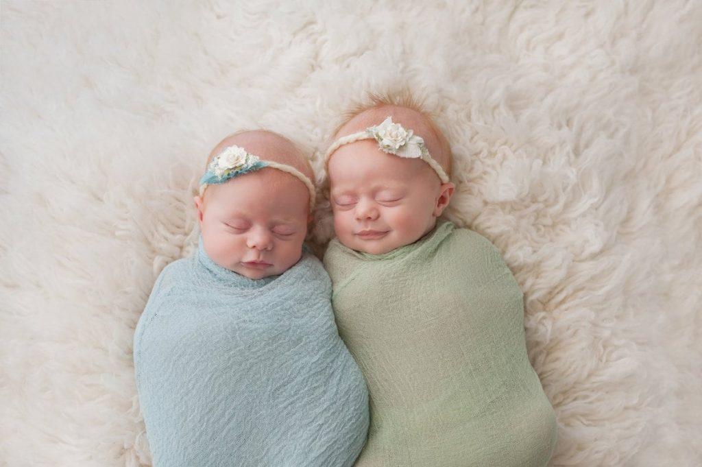 Hoera, een tweeling: twee voornamen kiezen!