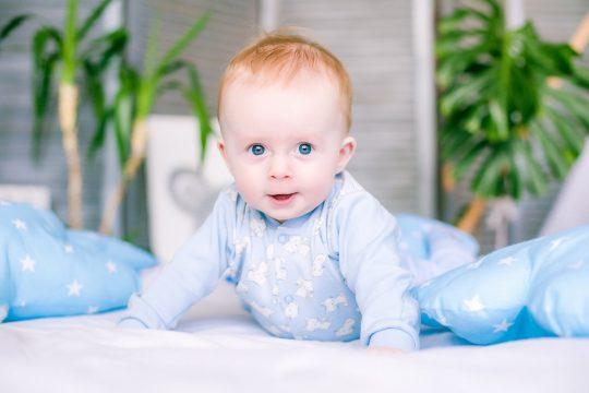 10 korte en stoere babynamen met betekenis